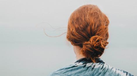 Die Angst nicht zu genügen, ist eine unsrer größten Befürchtungen. Wo ständen wir, ohne quälende Selbstzweifel? Diese Tipps helfen dir ins Vertrauen.